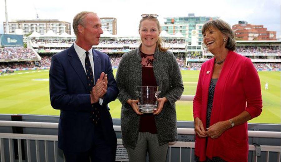 Shrubsole Wins 2017 CMJ Spirit of Cricket Award